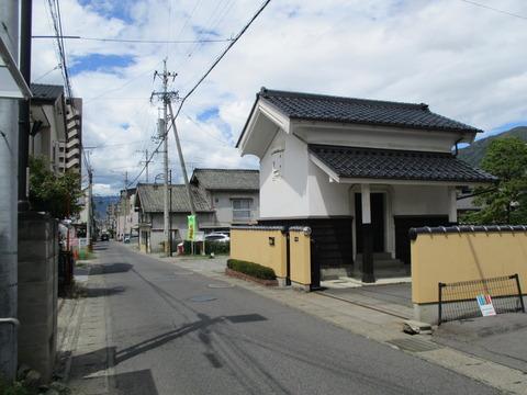 60本陽寺前の道