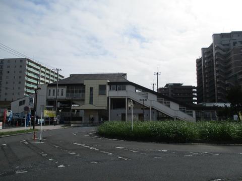 04白岡駅舎