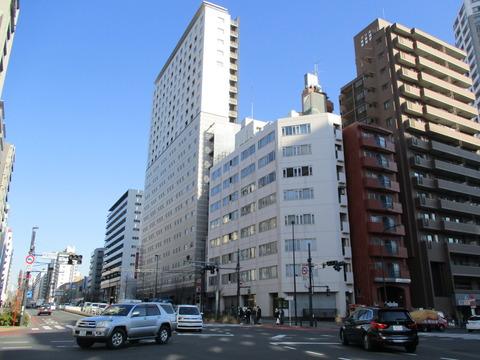 17新宿七丁目交差点