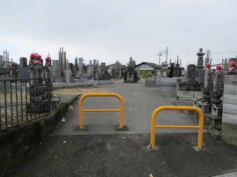 147墓地に六地蔵尊