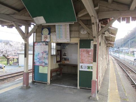 195樋口駅待合室