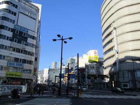03新宿四丁目交差点