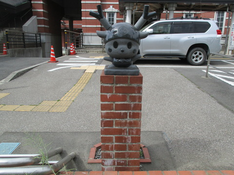 183ふっかちゃん石像