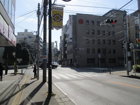 148再び巻石堂病院前の交差点