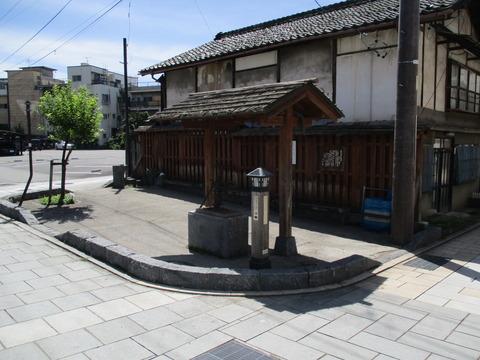 27藤村の井戸1