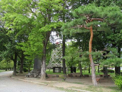128石碑と鉄塔