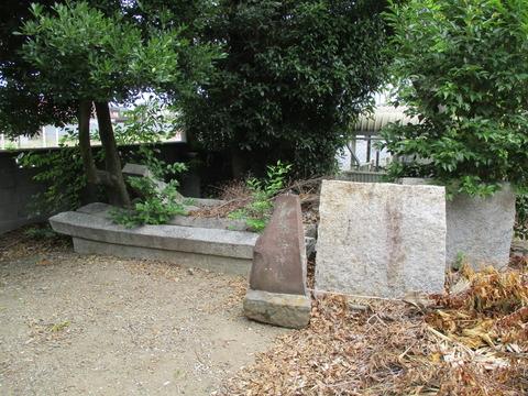 35稲荷神社石碑