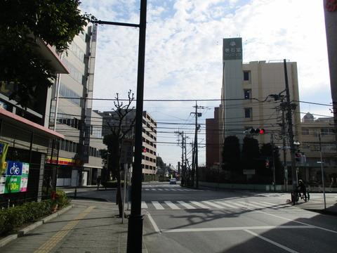08巻石堂病院前の交差点
