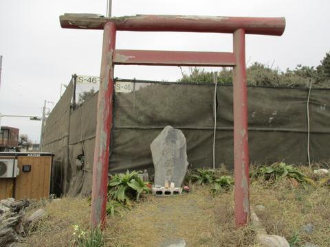 135鳥居・石碑2