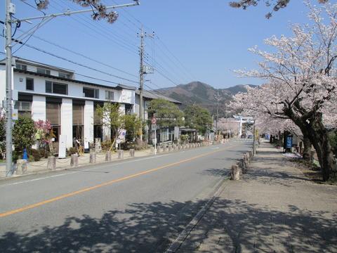 166宝登山神社参道4