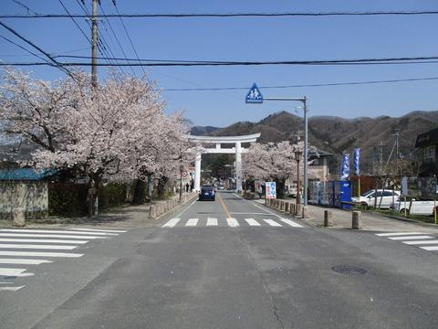 168宝登山神社参道6