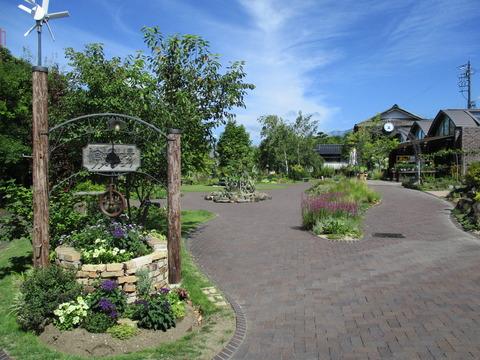 06停車場ガーデン1