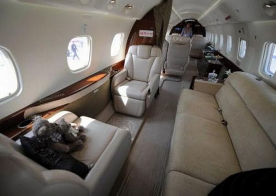 jackie_chan_private_plane_11