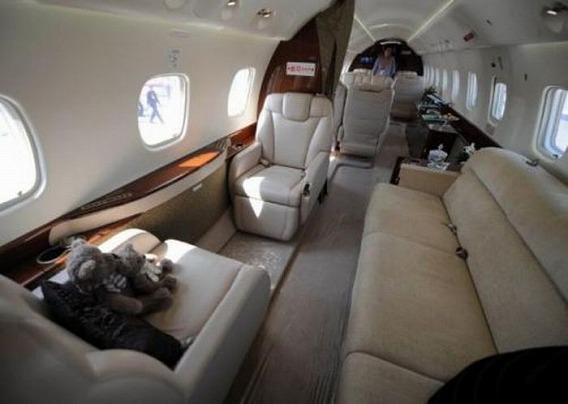 jackie_chan_private_plane_11