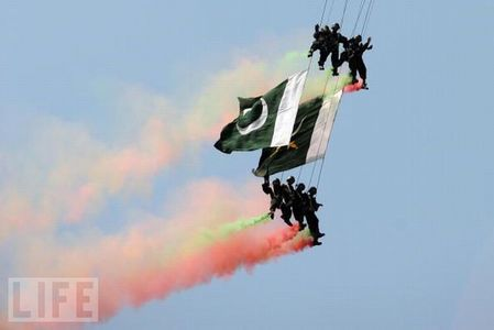 crazy_military_parades_06