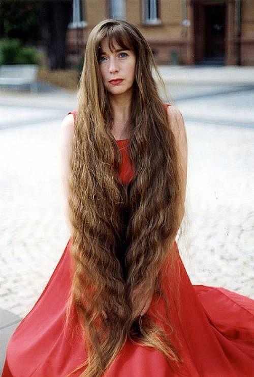 あなたの街の貞子。世界各国の髪の長い女性たちの画像特集:ザイーガ
