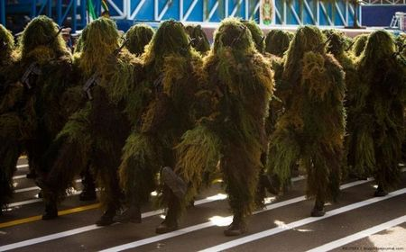 crazy_military_parades_02