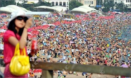 crowded_beach_china_09