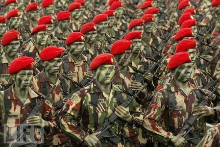 crazy_military_parades_15