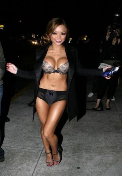 celebrities_before_and_after_boob_jobs_07