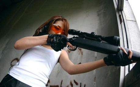 Hot_Babes_With_Guns_06