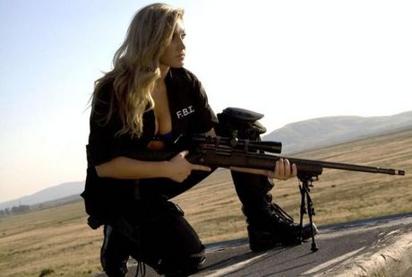 Hot_Babes_With_Guns_01