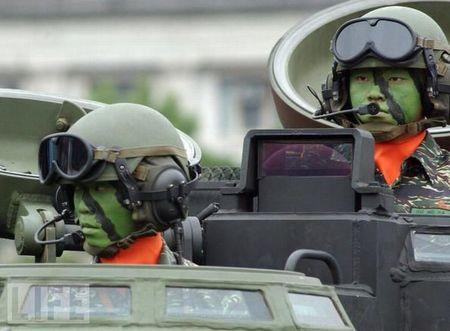 crazy_military_parades_05