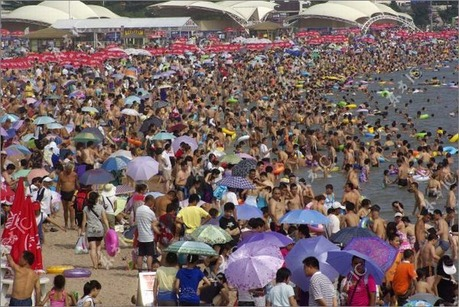 crowded_beach_china_03