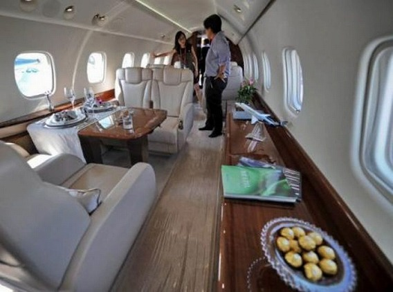 jackie_chan_private_plane_09