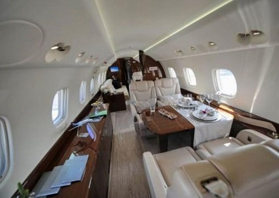 jackie_chan_private_plane_07