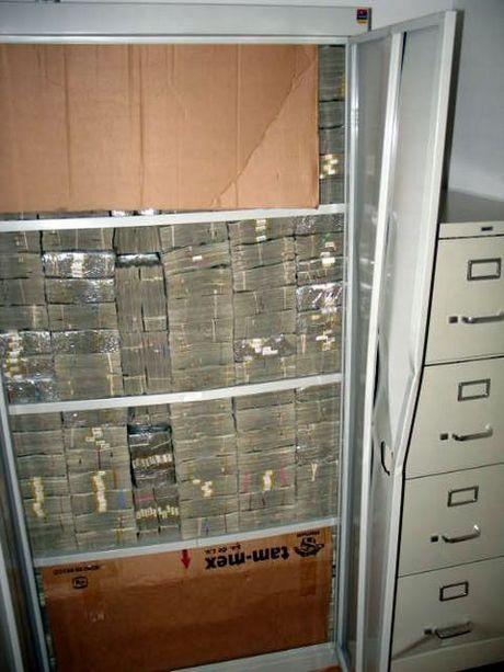 drug_money_06