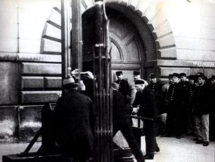 Eugen_Weidmann_guillotine_2