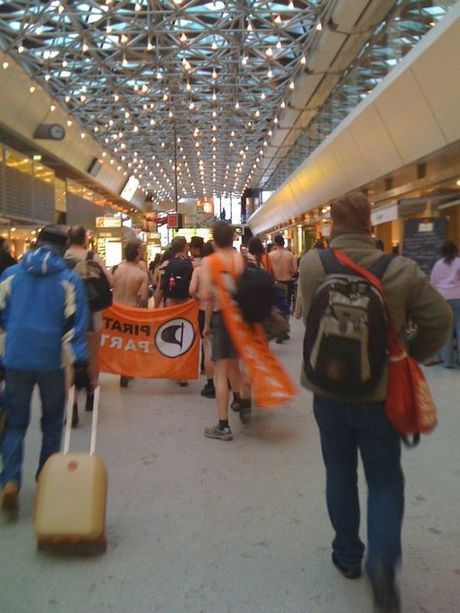 airport_flash_mob_19