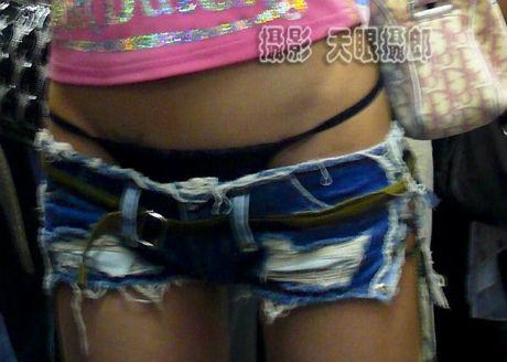 girl_in_shorts_01