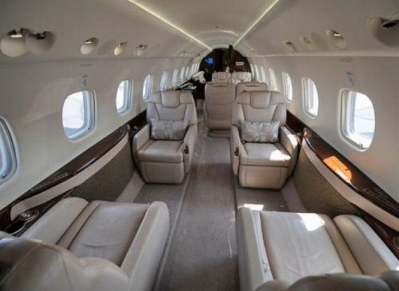 jackie_chan_private_plane_12