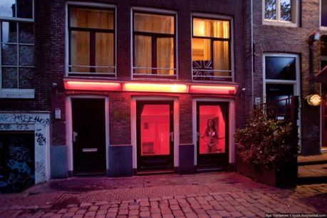 red_light_districts_of_brussels_and_amsterdam_37