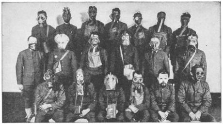 Various_gas_masks_WWI