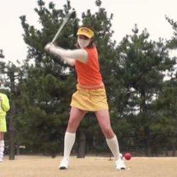 ゴルフスイング中のパンチラがコチラ…(※エロ画像あり)