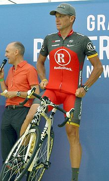 220px-Lance_Armstrong_Tour_2010_team_presentation.jpg