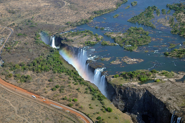 800px-View_of_Victoria_Falls_from_the_helicopter