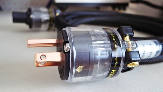 FURUTECH FI-11M 純銅+銅メッキ