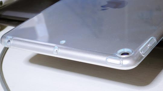 新型iPad mini 透明ソフトシリコンカバー