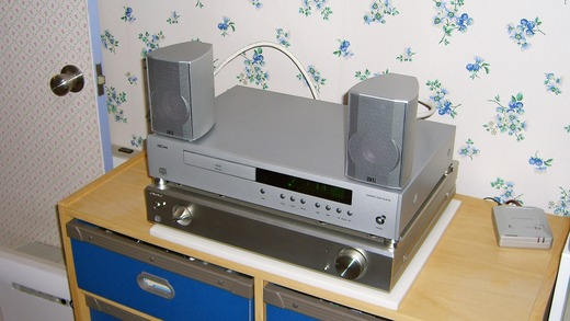 ELAC CINEMA 2SAT on ARCAM CD72T