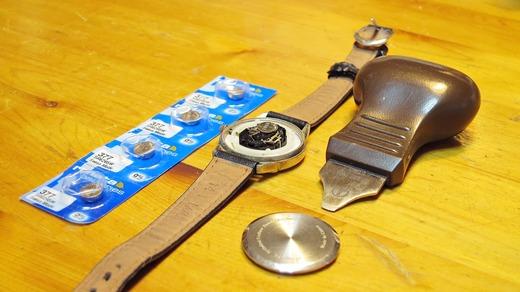 腕時計の裏ぶた外し こじ開け