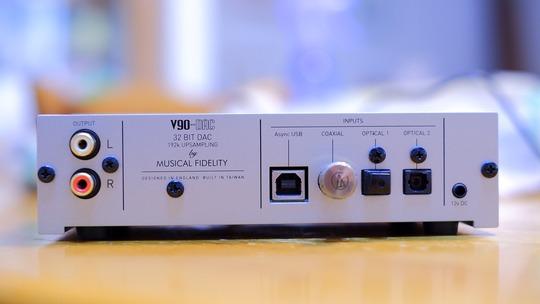 Musical Fidelity V90 DAC 背面パネル