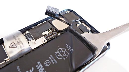 iPhone5分解 バッテリー取り外し