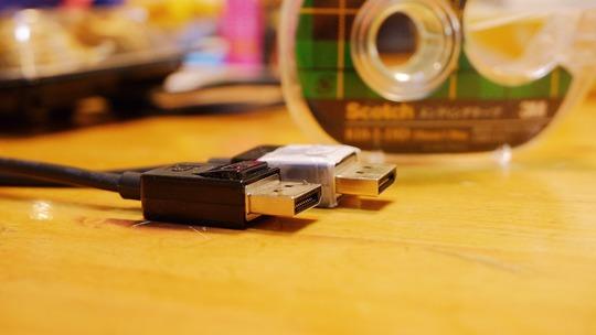 DisplayPortケーブルのラッチを使えなくする方法