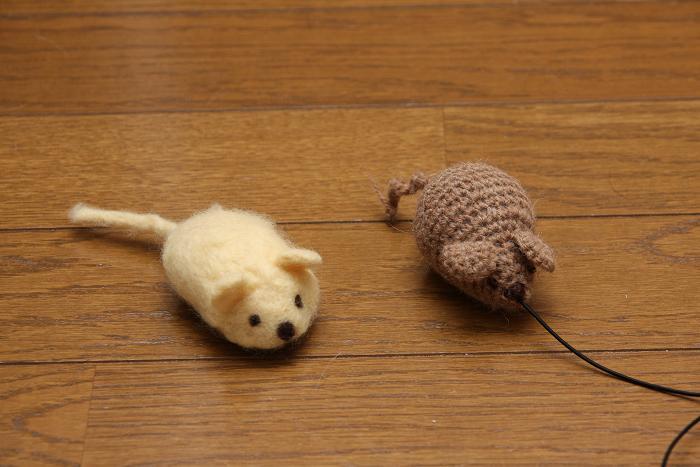 ネズミとネコ。ネズミ2匹