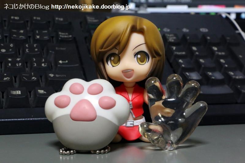 2016121803猫の手と人の手。