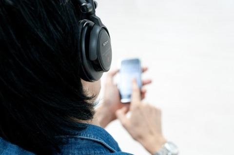 音楽を聴く002